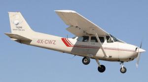 מטוס מדגם ססנה 172 בנחיתה