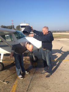 מקלחת מים לחניך אחרי טיסת סולו
