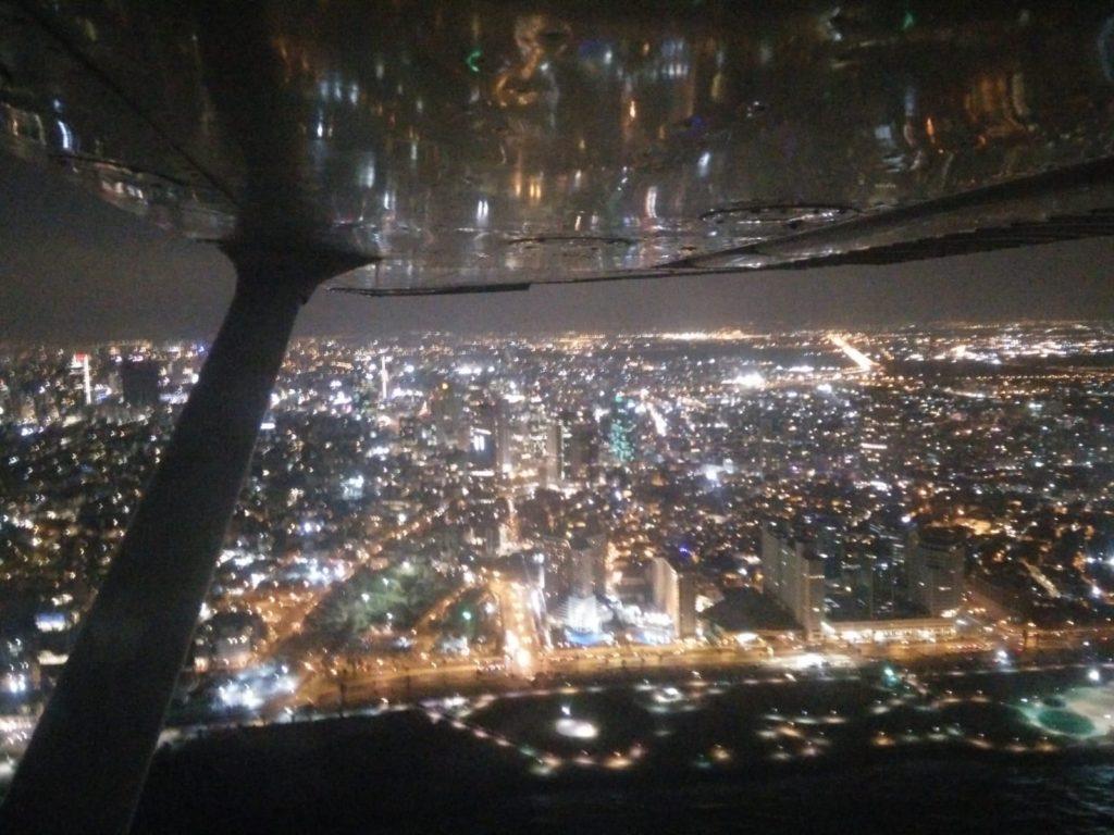 טיסה בשמי הארץ תל אביב בלילה