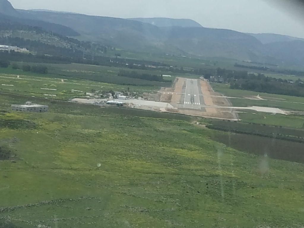 נחיתה על מסלול 33 בשדה התעופה ראש פינה